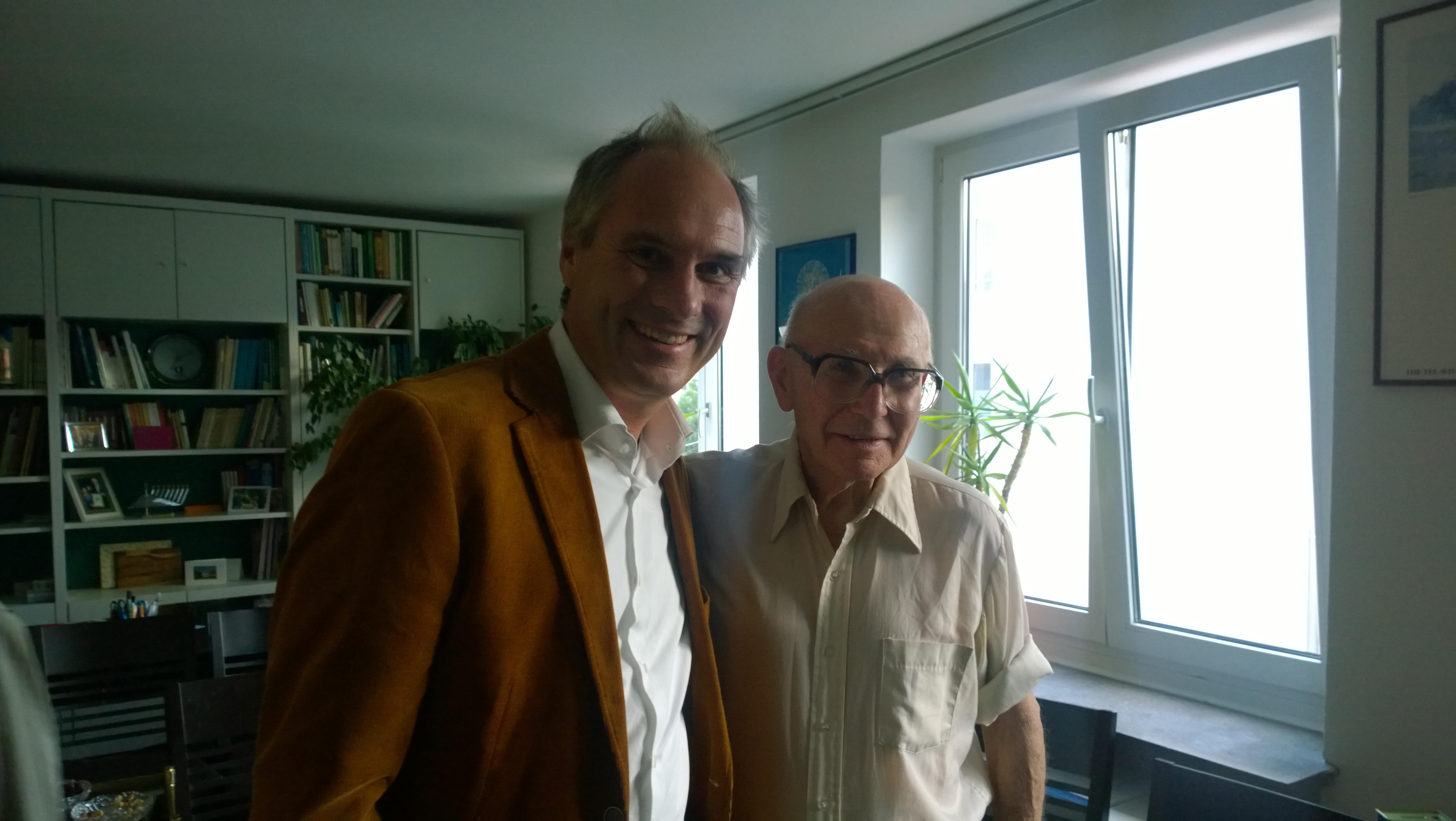 Shaul Ladany (1972 Mitglied der israelischen Olympia-Mannschaft) mit Christian Seebauer (Vorstand der Shvil Israel Pilgergesellschaft e.V.)